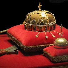 1280px-Crown,_Sword_and_Globus_Cruciger_of_Hungary2